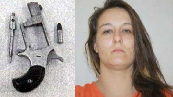 【驚愕】膣内にリボルバーとお尻の中に薬物を仕込んでいた女性(28)が逮捕される!画像